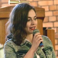 Monika Byrtek - prowadzi zespół parafialny